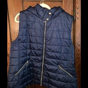 NWT Warm, cozy hooded vest with zippered pockets.